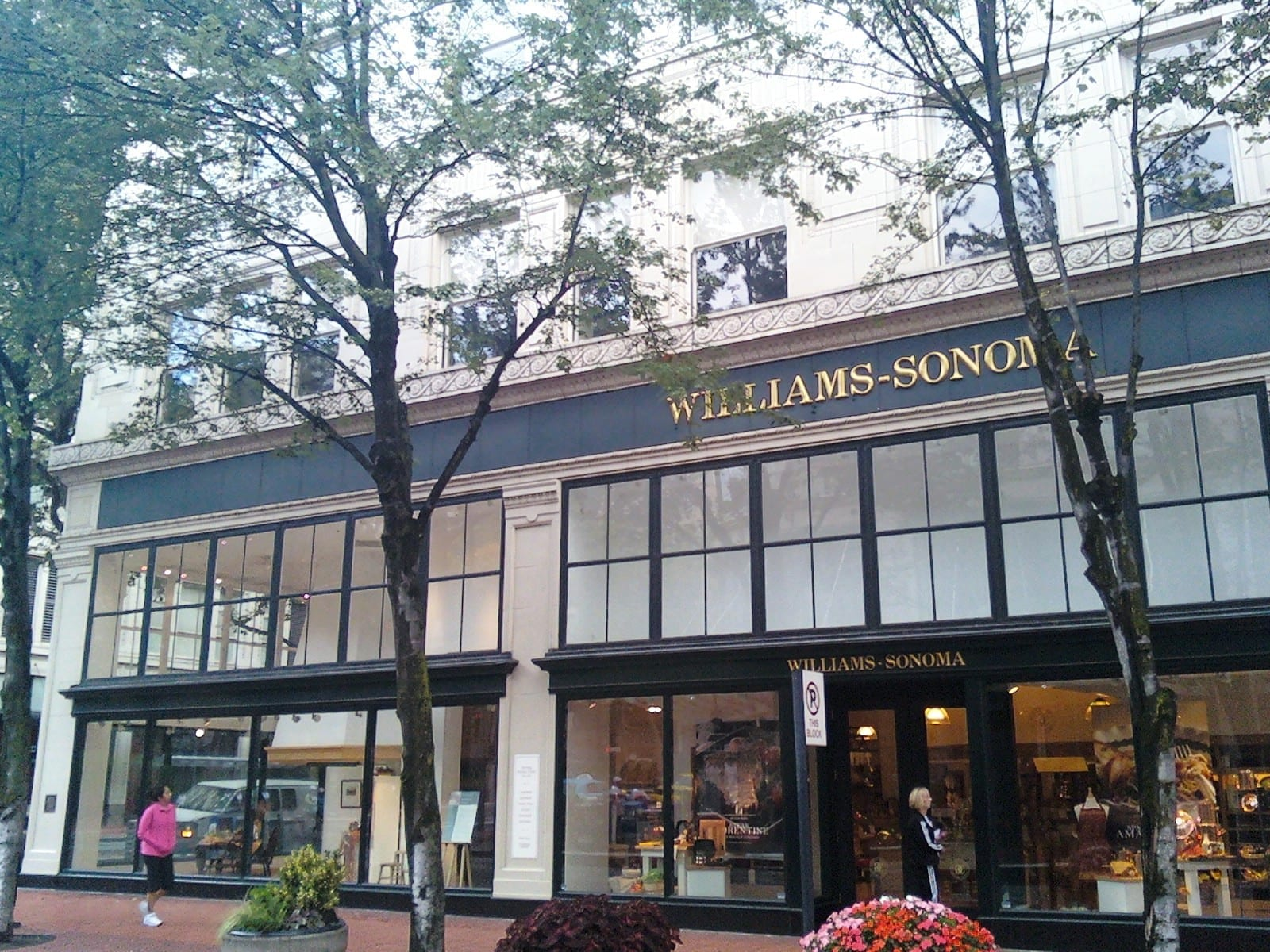 Boutique Storefront Windows - Williams-Sonoma